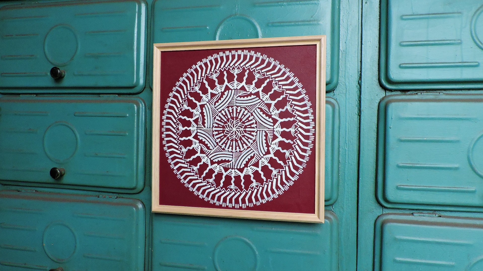 Drawn mandala, it seems that it is crocheted, easy to grasp