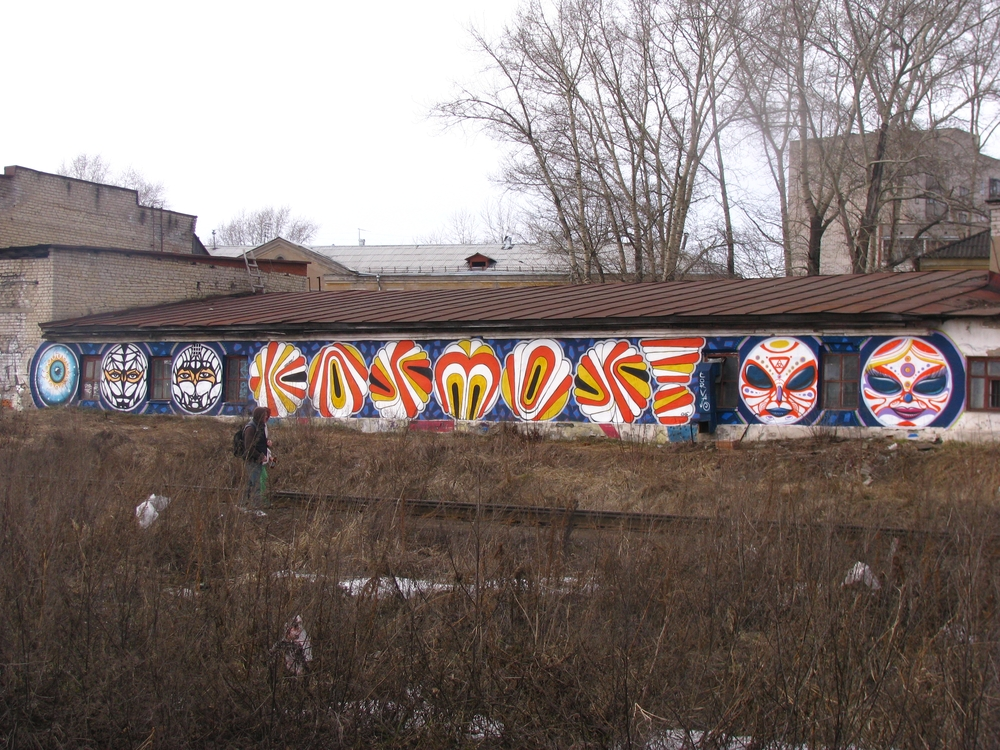Beginning of the season, long graffiti visible from the train.