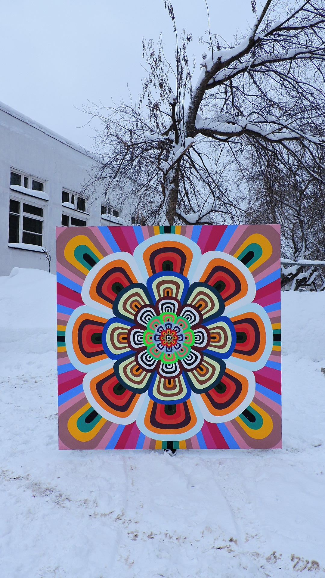 A huge picture on canvas with the image of mandala